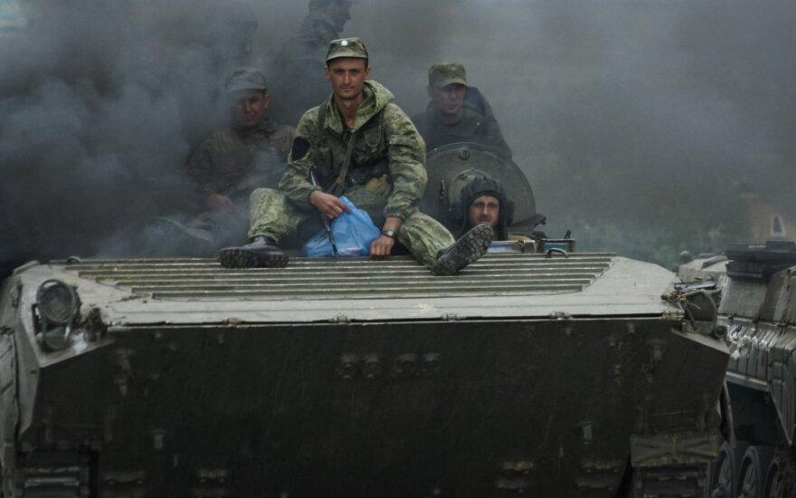 В Луганской области начался отвод бронетехники