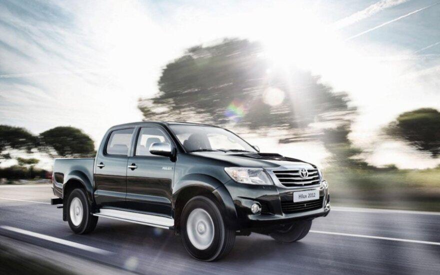 Популярный пикап Toyota Hilux пережил рестайлинг