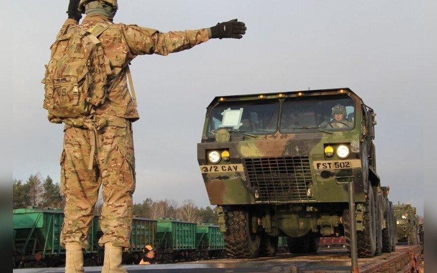 Į Ruklą pervežama JAV karių technika (L. Karklelytės nuotr.)
