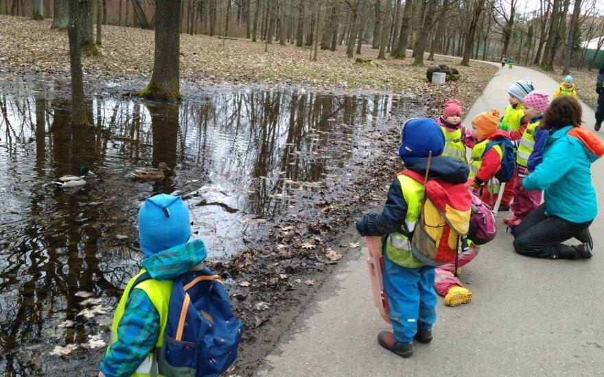 Минздрав Литвы предлагает узаконить уличные детские сады