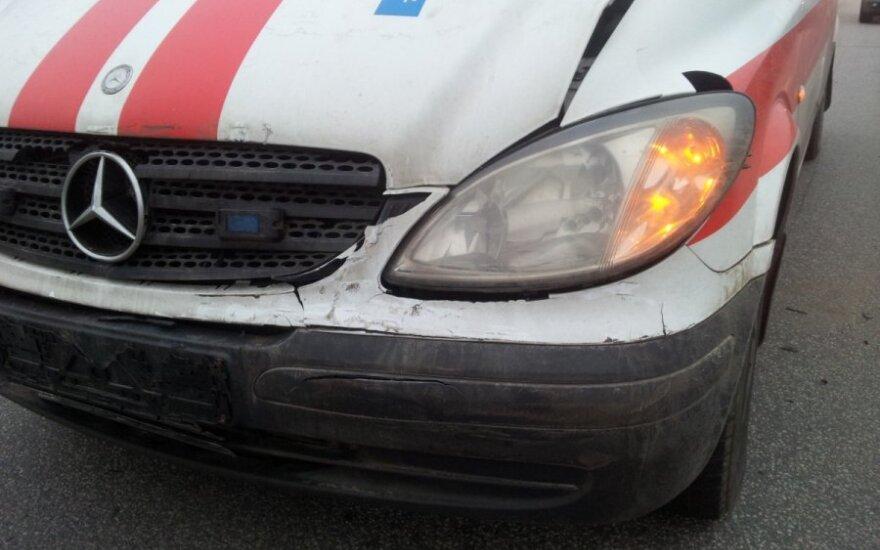 В аварии пострадал водитель тягача
