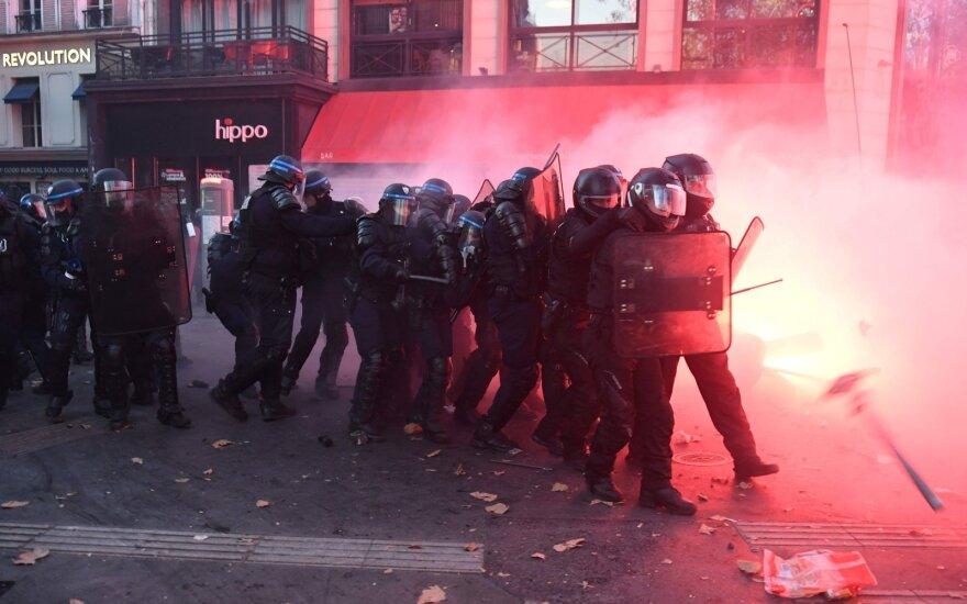 Столкновения на акции протеста в Париже: полиция применила слезоточивый газ