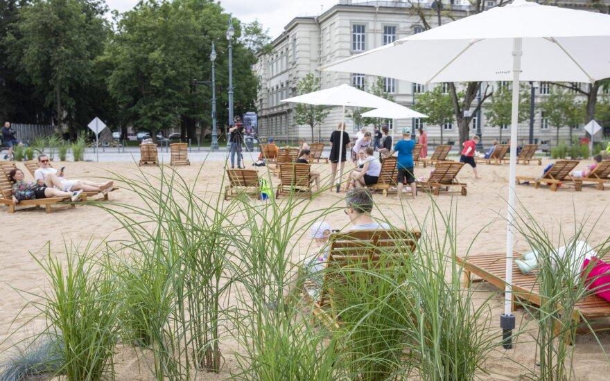 Мэр Вильнюса: инициатива парламента не обяжет убрать пляж с Лукишкской площади