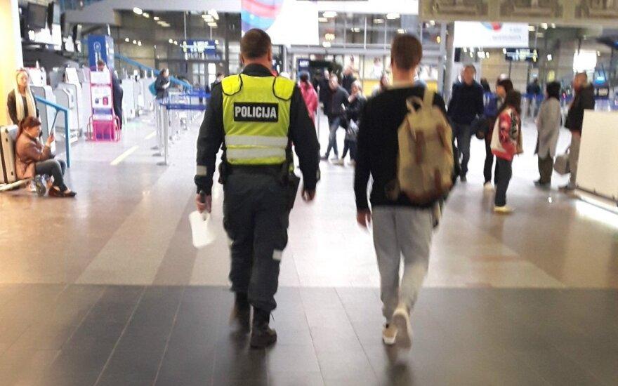 В прошлом году пассажиры пытались пронести в самолеты в Литве патроны, оружие, наркотики