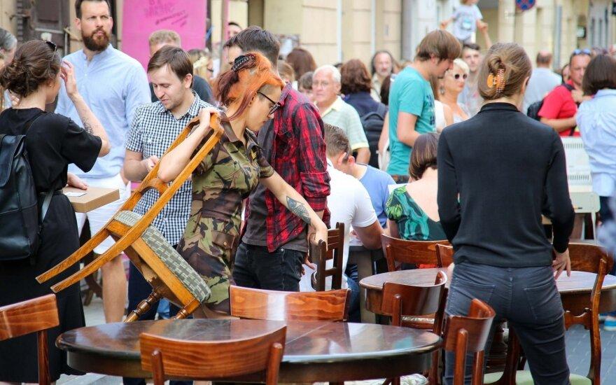 В Вильнюсе отмечают границы уличных кафе