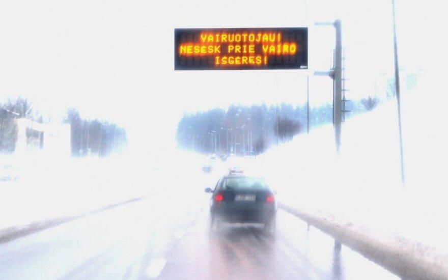 На литовских дорогах скользко и мокро