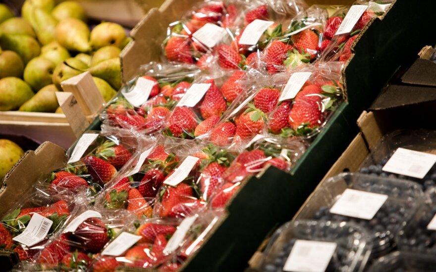 На прилавках появилась первая литовская клубника - цена около 10 евро за килограмм