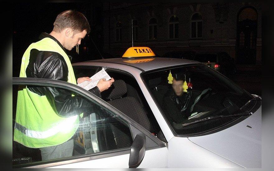 Nielegalni emigranci chcieli przekroczyć granicę na taksówce
