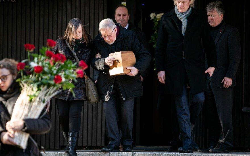 В Литве простились с Ручите-Ландсбергене, урну с прахом вынесли из Дома композиторов