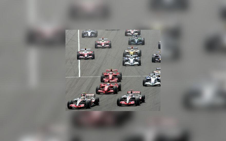 """""""Formulės-1"""" bolidai JAV Indianapolio trasoje"""