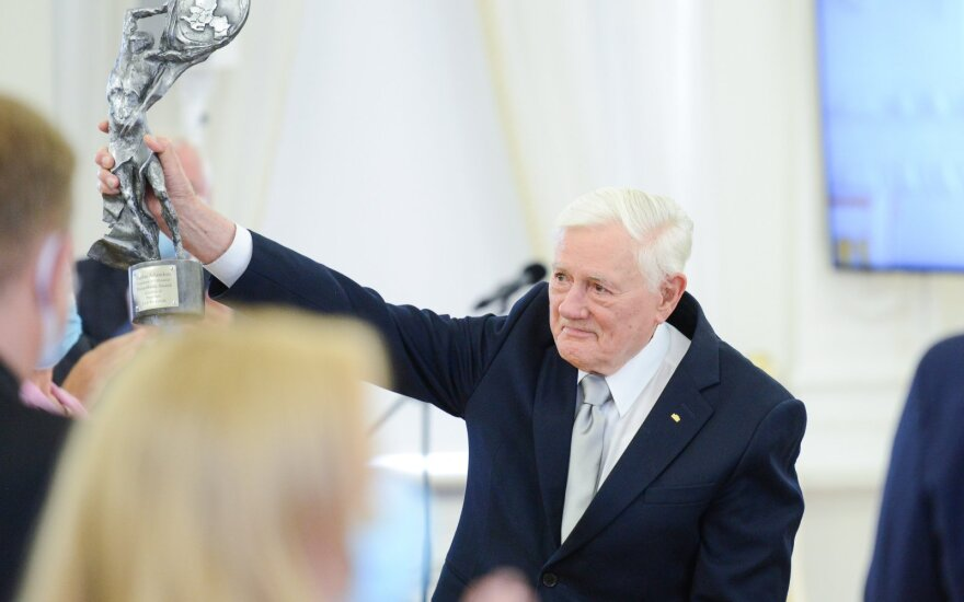 Валдасу Адамкусу вручена награда президента Польши Леха Качиньского