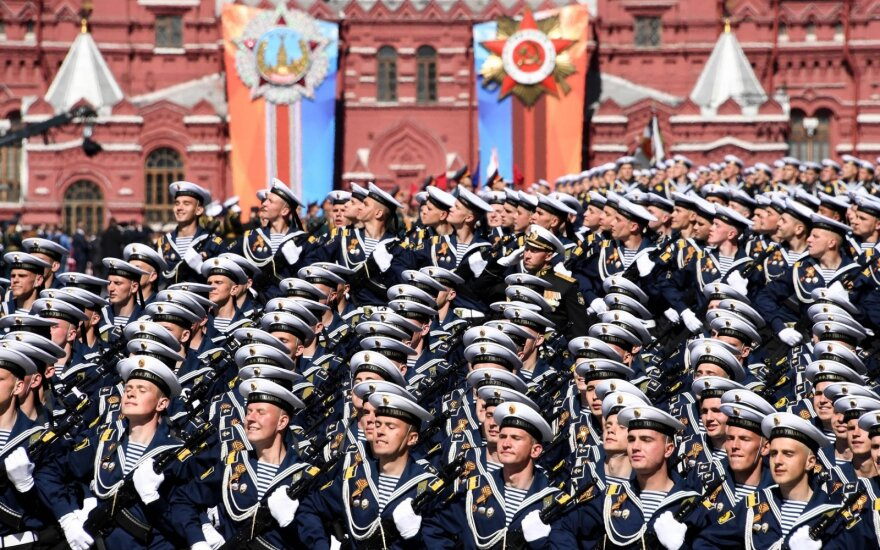 РБК: парад Победы в Москве подумывают перенести на осень