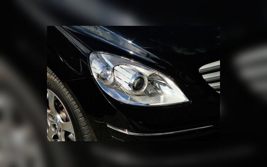 Лимузин Mercedes-Benz S-class кушать не просит