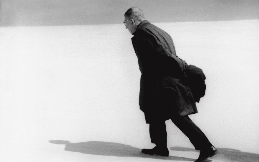 "Antanas Sutkus. ""J. P. Sartre Lietuvoje"" (Nida, 1965)"