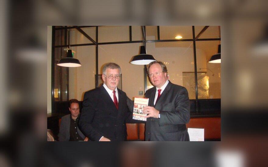 """Алкаев пишет вторую книгу о """"логике барской псарни"""""""