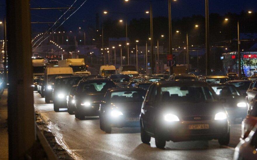 В Вильнюсе из-за трех аварий на Лаздинайском мосту было парализовано движение