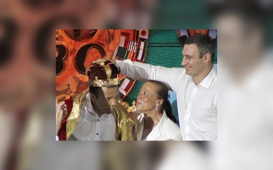 Виталий Кличко надел корону Мохаммеду Али