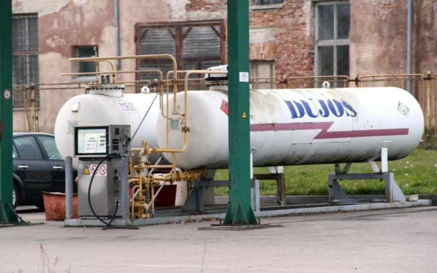 На заправочных подскочили цены на газ