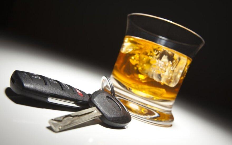 Пьяный молодой человек сел за руль на глазах у полицейских