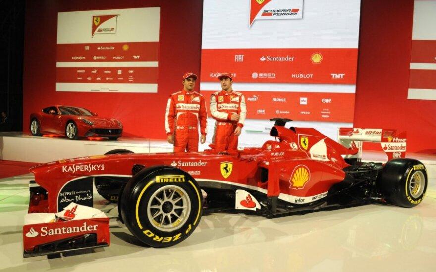 """Felipe Massa ir Fernando Alonso prie """"Ferrari F138"""" automobilio"""