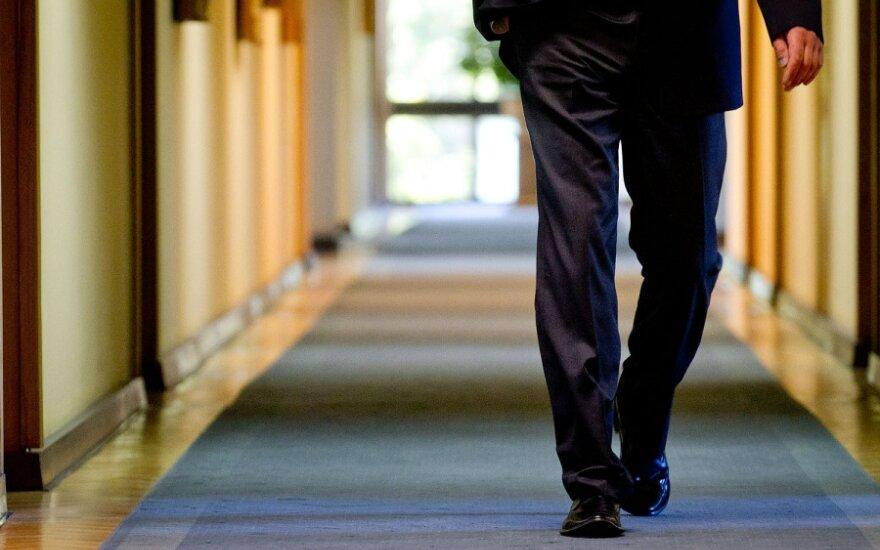 Премьер отказывается от 10 региональных советников