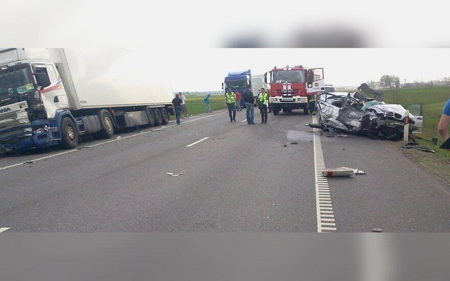 """Prie Marijampolės per avariją žuvo žmogus, dėl įvykio apribotas eismas keliu """"VIA Baltica"""""""