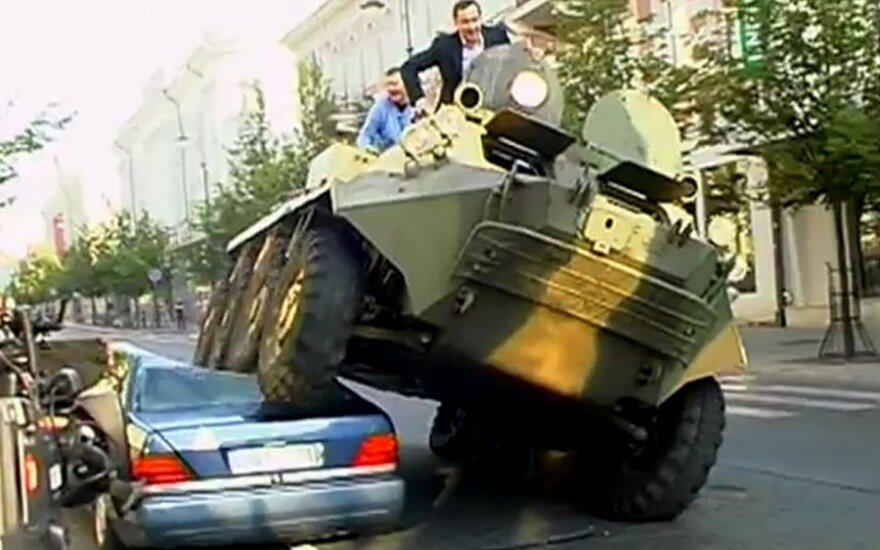 Associated Press возмутила смонтированная фотография Зуокаса на БТРе