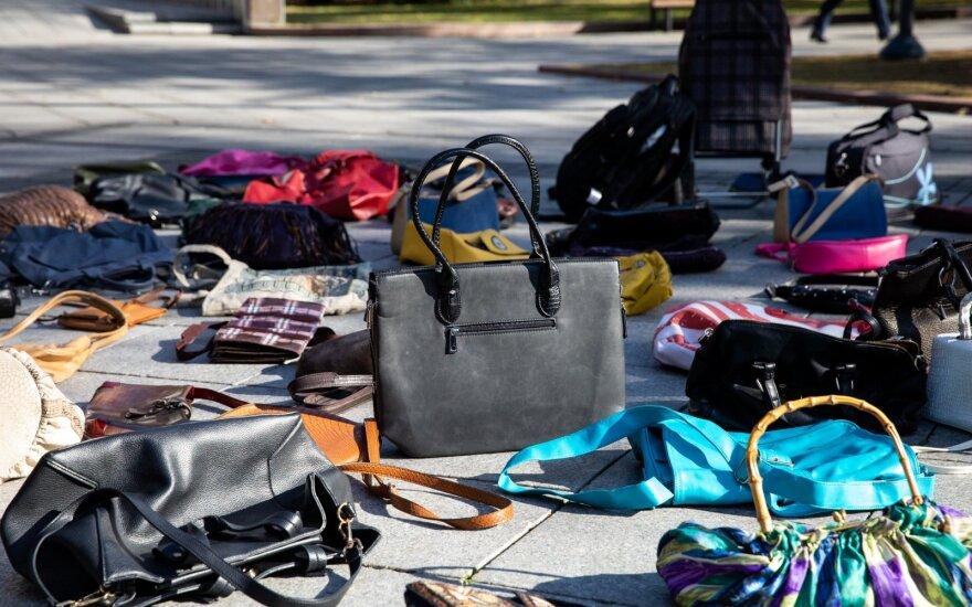 Исповедь социального работника: единственная защита от агрессии - дешевая сумочка