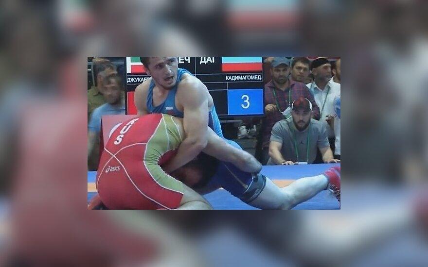 На чемпионате России по борьбе зрители опять устроили массовую драку