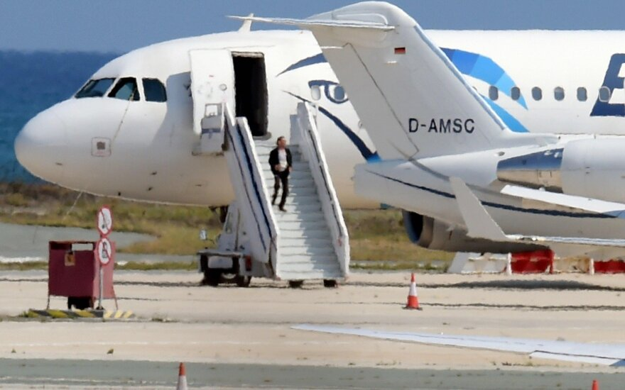 Поиски рейса EgyptAir: спасателям удалось засечь сигнал