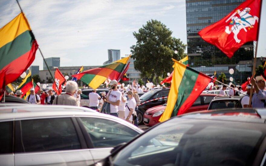 Второй день митинга: около парламента протестуют около 50 человек