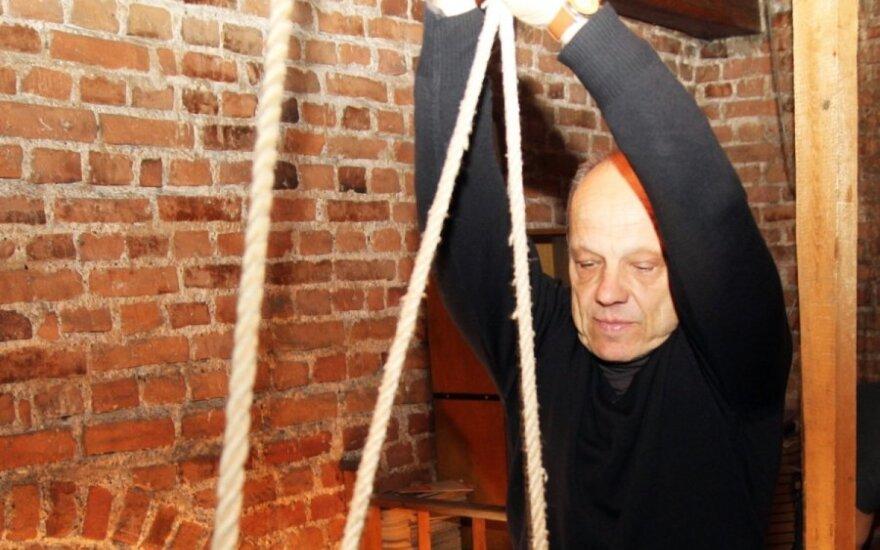 Каунасец уже 40 лет на Пасху звонит в колокола