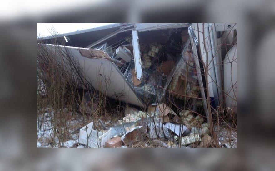 В Кретингском районе в ДТП попал грузовик