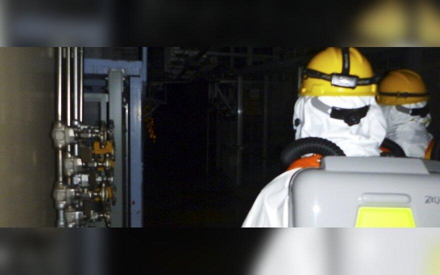 Fukušimos 1-osios AE trečiojo reaktoriaus pastatą pirmą kartą po sprogimo apžiūrėjo darbininkai