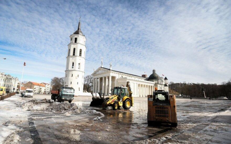 С улиц Вильнюса счищают снег, но зима еще не уходит
