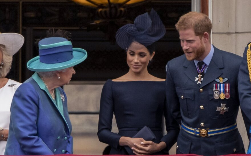 Karalienė Elizabeth, Meghan Markle, princas Harry