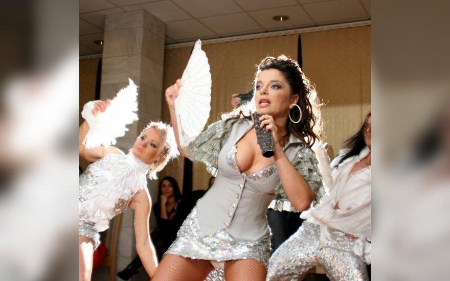 Наташа Королева устроила грязные танцы на столе