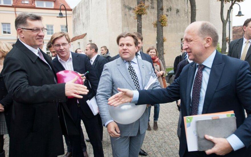 Algirdas Butkevičius sveikinasi su Andriumi Kubiliumi