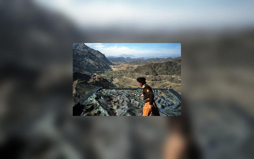 Kareivis rodo saugomas Khybero perėjos vietas