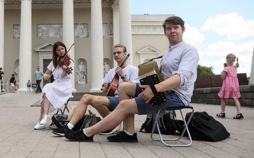 В Литве проходит День уличной музыки: музыканты жары не испугались