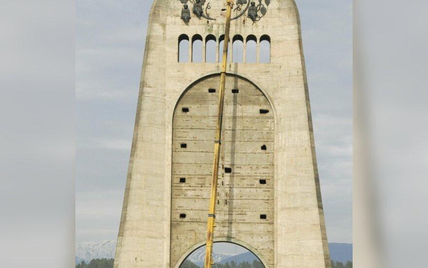 Демонтаж Мемориала славы в Кутаиси