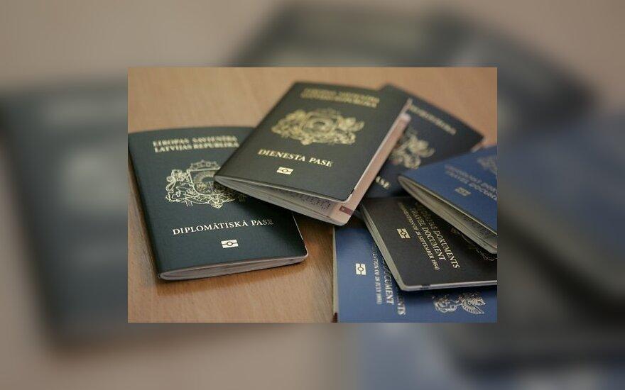 """Омбудсмен призвал Латвию отказаться от термина """"негражданин"""""""