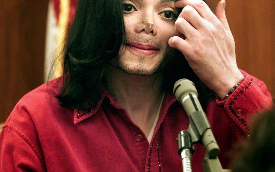 Отец Майкла Джексона отозвал иск против экс-врача сына