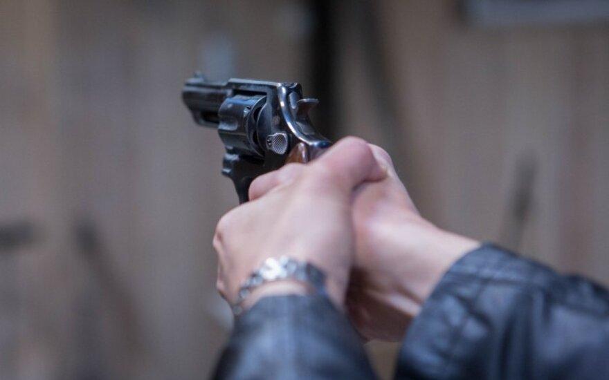 ВИДЕО: Неизвестный устроил стрельбу в баре в Калифорнии: есть жертвы