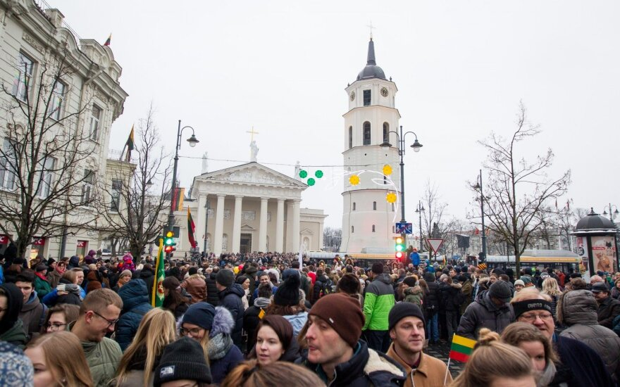 Инфографика: как жители Литвы оценивают свои возможности и уровень жизни