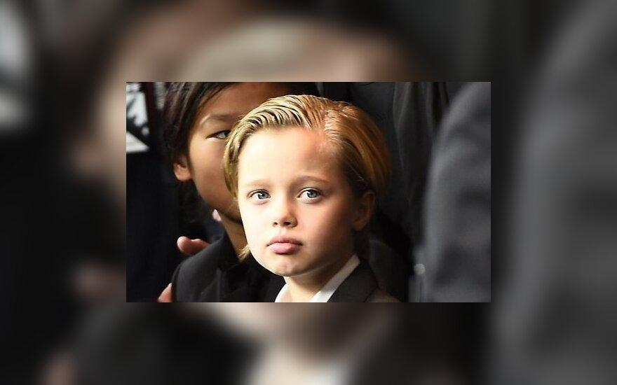 Джоли и Питт обратились к специалисту: дочь хочет быть мальчиком