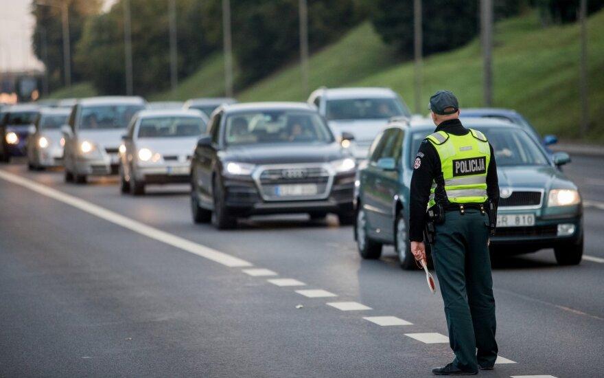 Полиция обеспокоена: за сутки на дорогах в Литве пострадали 18 человек