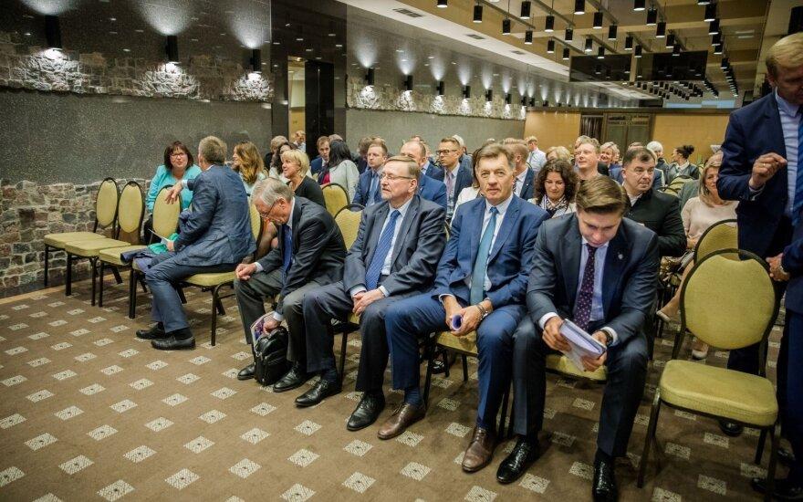 """Буткявичюс и семь """"мятежников"""" покинули партию социал-демократов"""