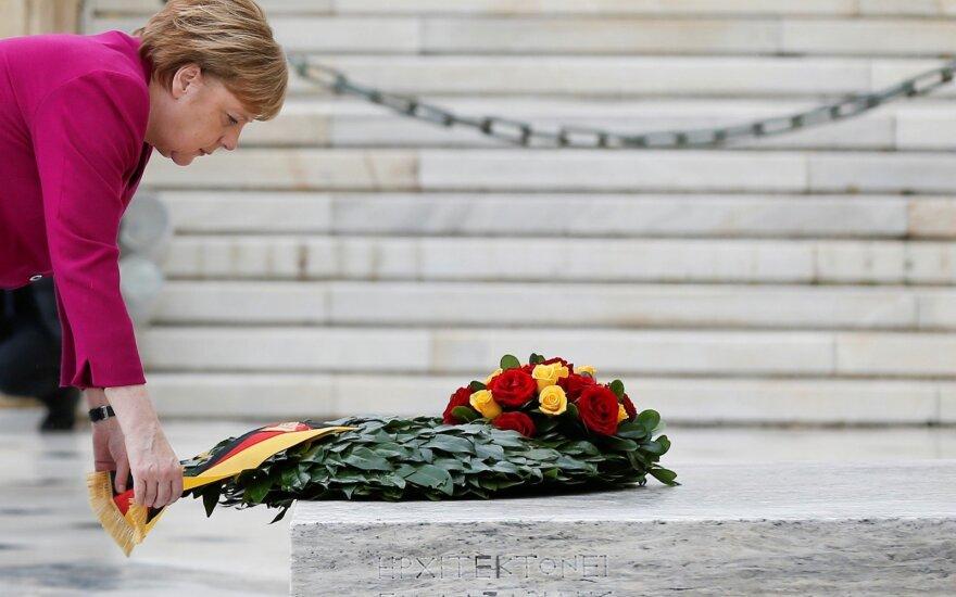 Angela Merkel prie nežinomo kapo Graikijoje