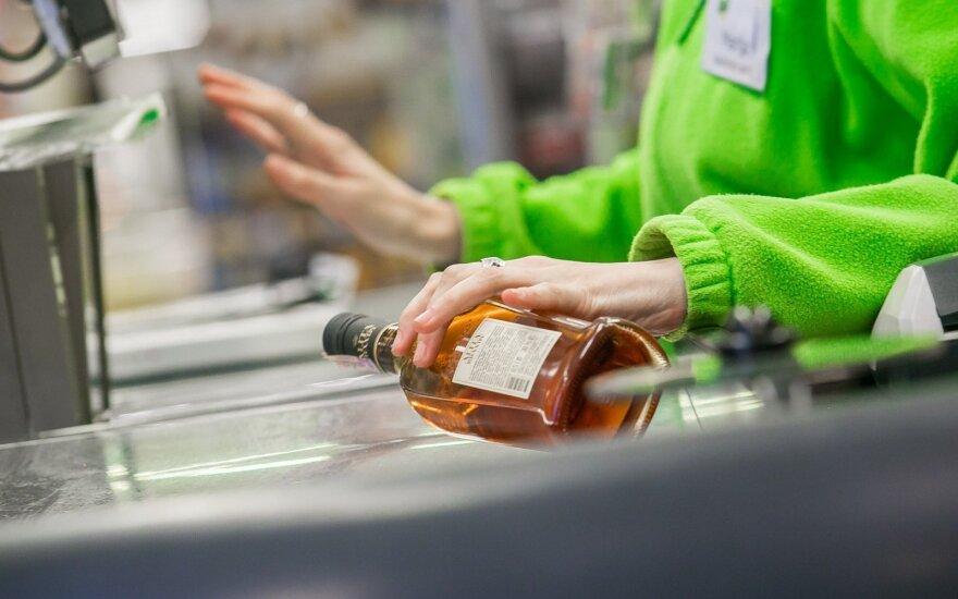 Члены Сейма хотят ужесточить контроль над торговлей алкоголем